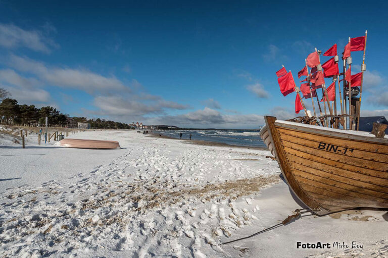 Winter in Binz. Fischerboot am Strand
